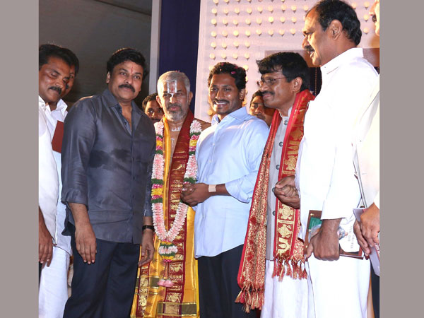 Jagan, Chiranjeevi greets each other