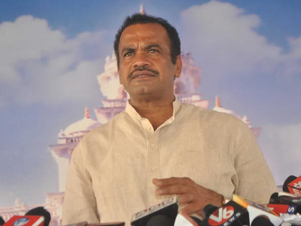 What KCR said in 107 public meetings: Komatireddy