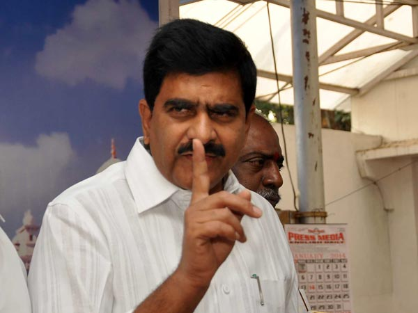 Devineni demands YS Jagan apology