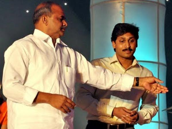 Anam Viveka Hot Comments On Ys Jagan