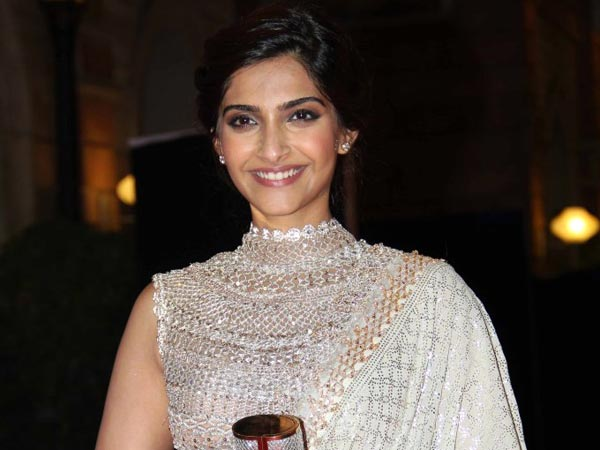 Sonam Kapoor: Shah Rukh, Aamir will be afraid to speak on issues due to negative reactions