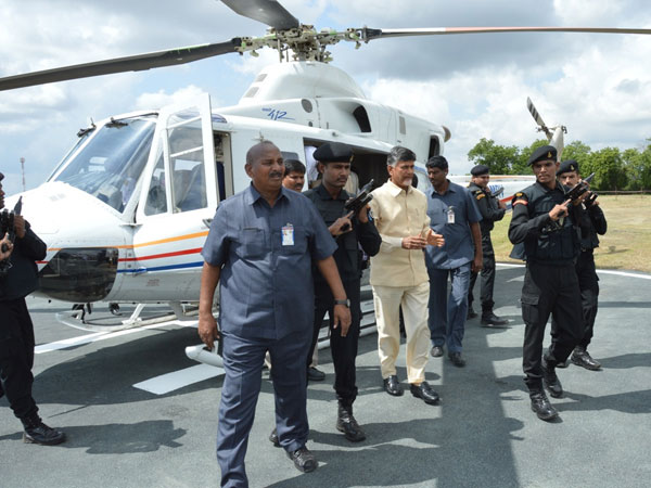 Technical problem in helicopter, Chandrababu reaches Vijayawada on road