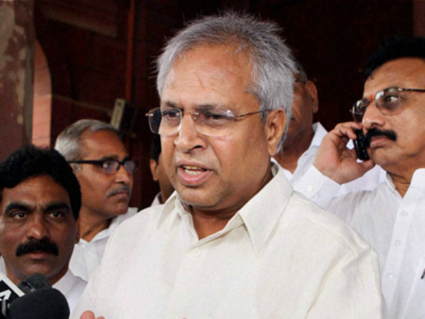 Undavalli Arun Kumar filed petition in high court against Ramoji Rao