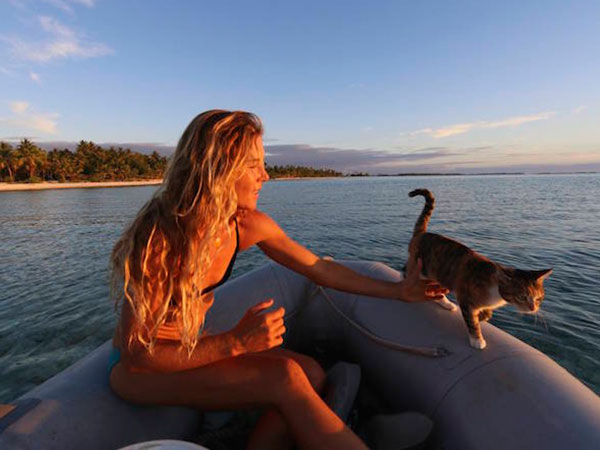 This woman and her cat are sailing around the world together