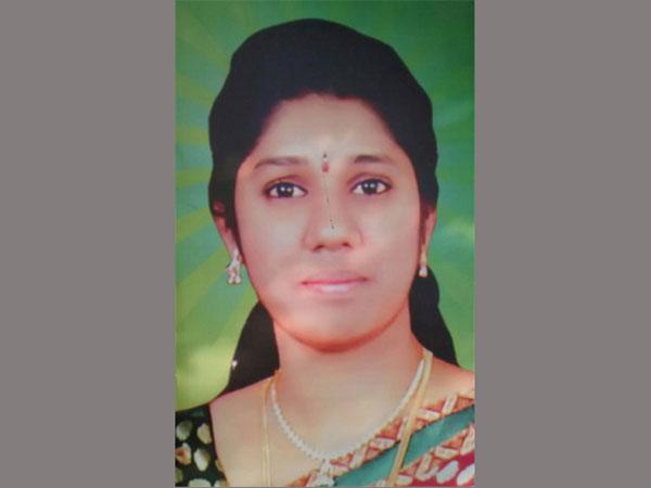ఎన్నారై భర్త నిర్వాకం: రమ్య శవాన్ని ఎయిర్పోర్టులో వదిలేసి వెళ్లిపోయాడు