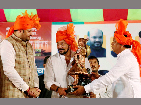Sanjay Dutt shares stage with BJP leaders, eyebrows up in political circles
