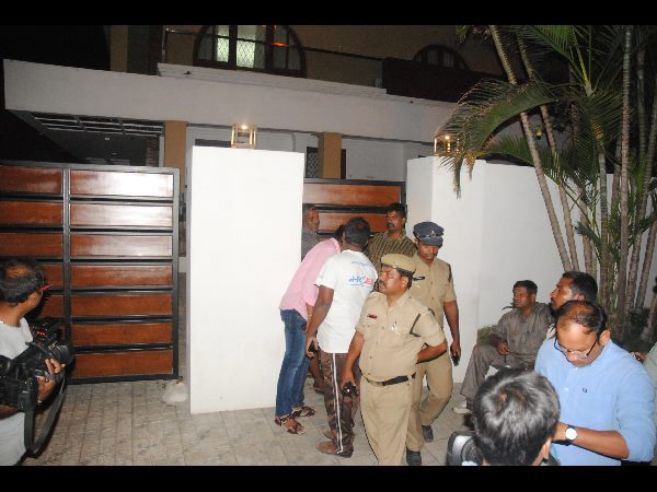 Lifestyle owner robbed of 1.33 crore by 'godman'