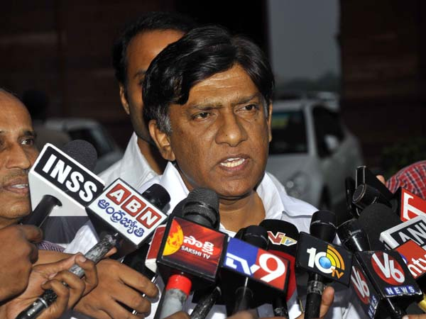 Vinod Kumar condemns Sadananda Gowda's comments on KCR