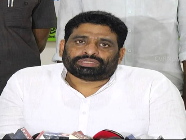 Buddha Venkanna drags Godra riots into Special Status issue