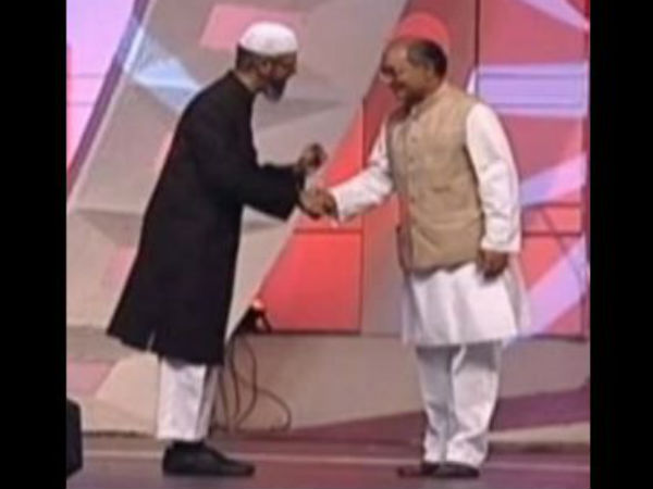 Congress' Digvijaya Singh Draws BJP's Ire for Praising Zakir Naik