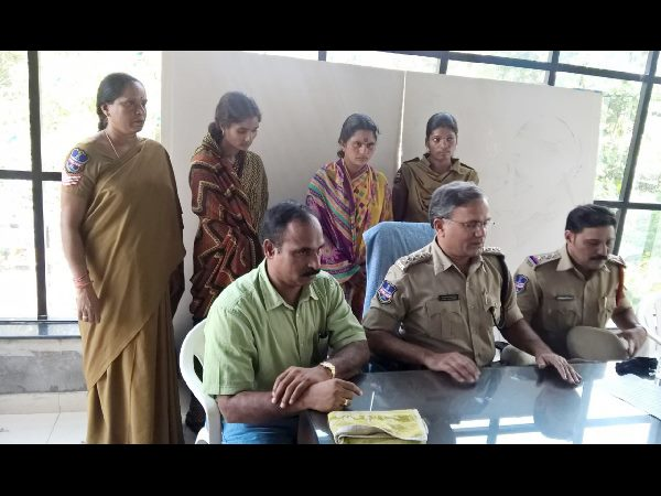 Two woman held for theft in Hyderabad