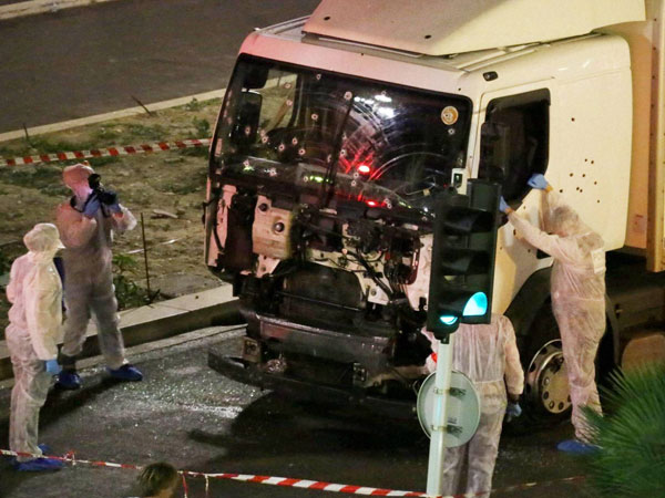Nice terror attack: Isil claims responsibility for Bastille day attack that killed 84 people