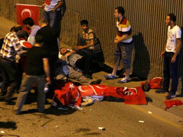 Turkey military coup: Army says it seized control; people take to streets