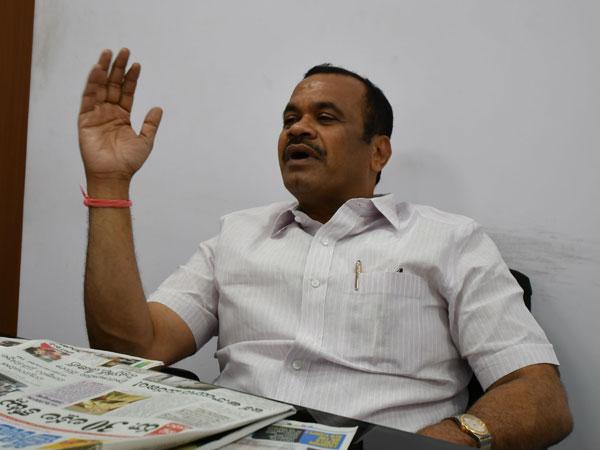 జనాలు అలా అనుకుంటున్నారు: కేసీఆర్పై కోమటిరెడ్డి ఆసక్తికరం