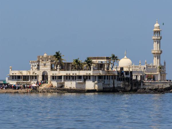 చారిత్రాత్మక తీర్పు: హజీ అలీ దర్గాలోకి మహిళలకు అనుమతి