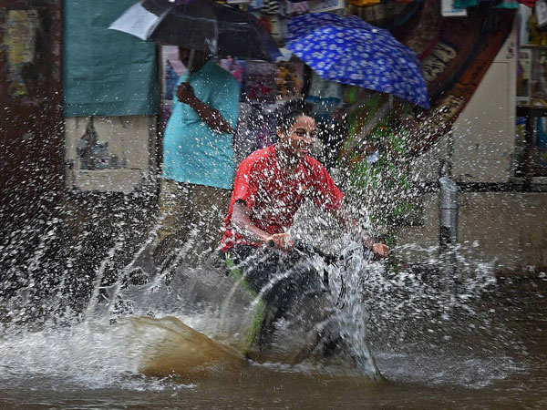 Heavy Rain Lashes Andhra Telangana States