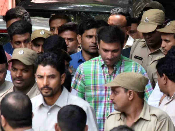 Akbaruddin attends in Nampally court in murder attempt case