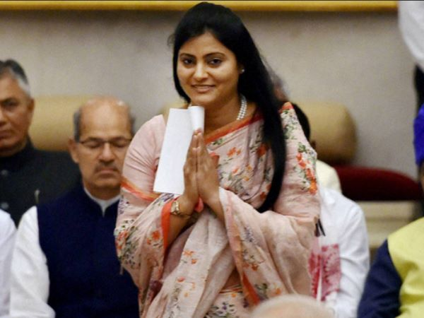 Anupriya Patel locks up contractor