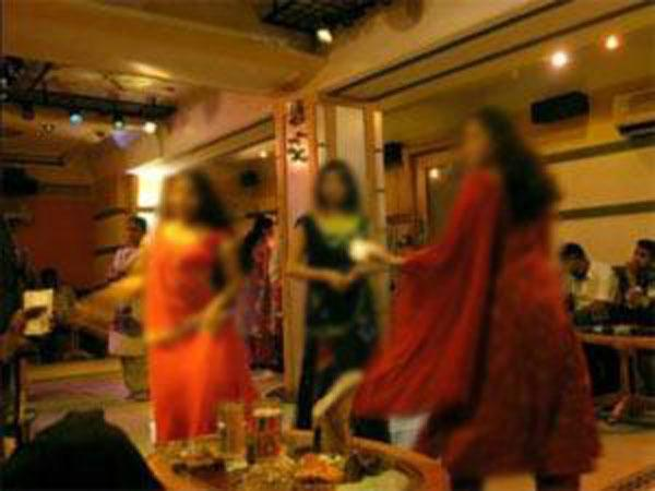 3 policemen suspended for dancing with bar girls in Bihar