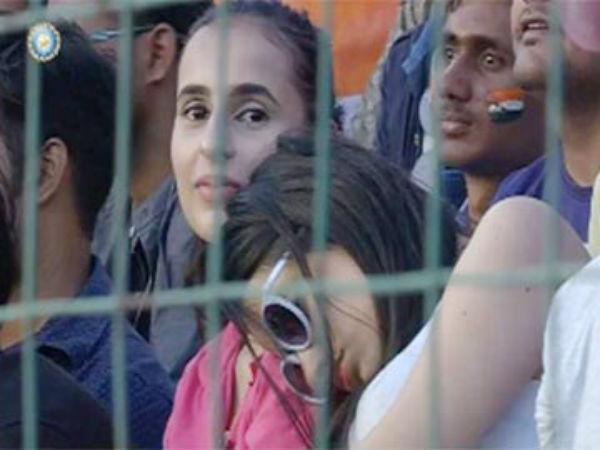 ఎవరా 'మిస్టిరీయస్ గర్ల్'?: స్టేడియంలో నిద్రపోయి ఫేమస్