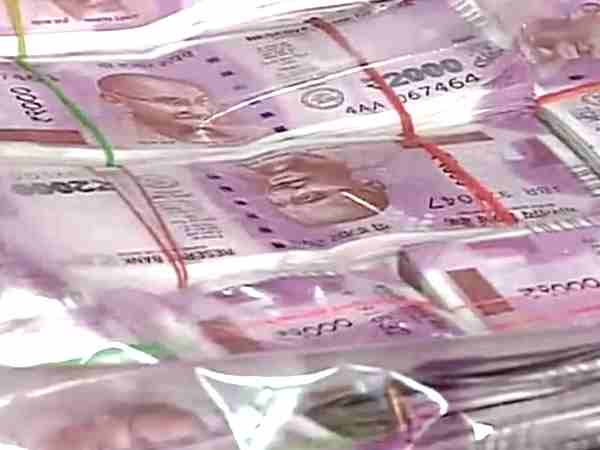 Rs12lakh new currency seized at Panjagutta