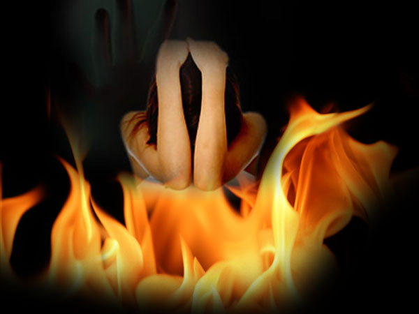 Big Punishment for a Small Mistake! Woman set her daughter on fire for small Cause