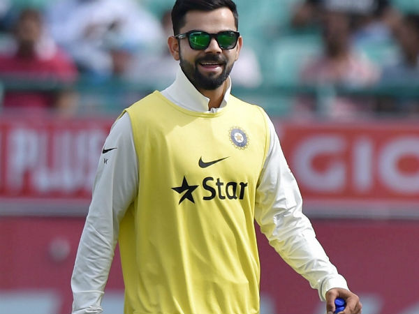 India vs Australia: Injured Virat Kohli Brings Teammates Drinks, Wins Hearts