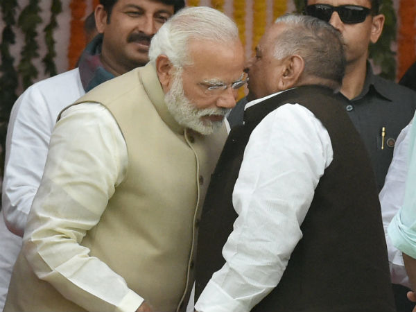 when Mulayam Singh whispered into pm modi's ear