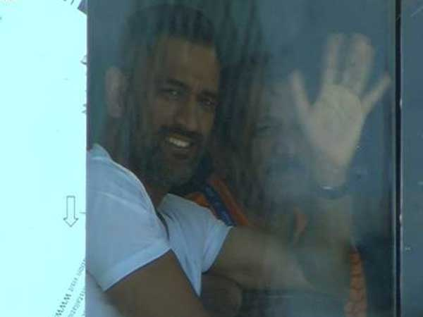 India vs Australia: MS Dhoni pays a visit on final day of third Test at Ranchi