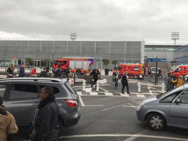 Orly airport: Man killed after taking soldier's gun