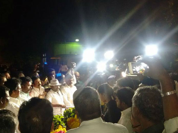 Slipper hurled at Union Min Radhakrishnan at last rites of JNU student Muthukrishnan in Salem