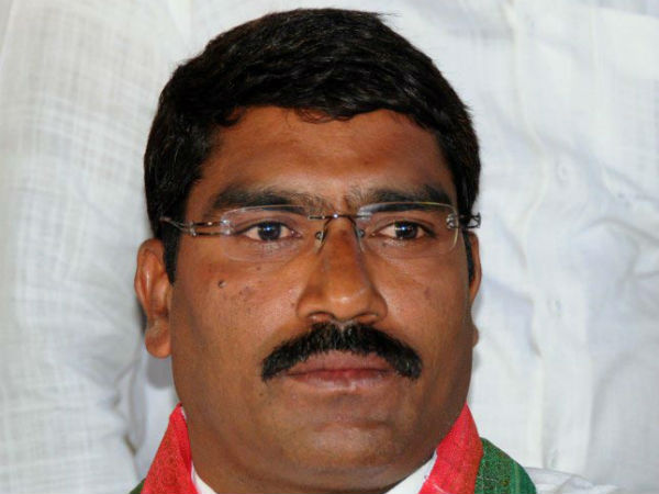 congress mla sampath kumar protest over party members in assembly
