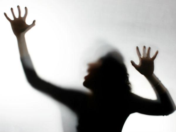కొడుకు వ్యాధి నయం చేస్తానని.. తల్లిని నగ్నంగా మార్చి!: ఏడుసార్లు అత్యాచారం..