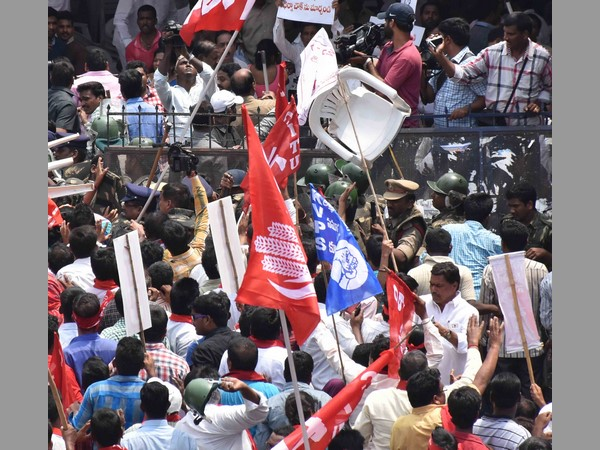 Hyderabad Tjac Opposition Party Members Protest Against Pr