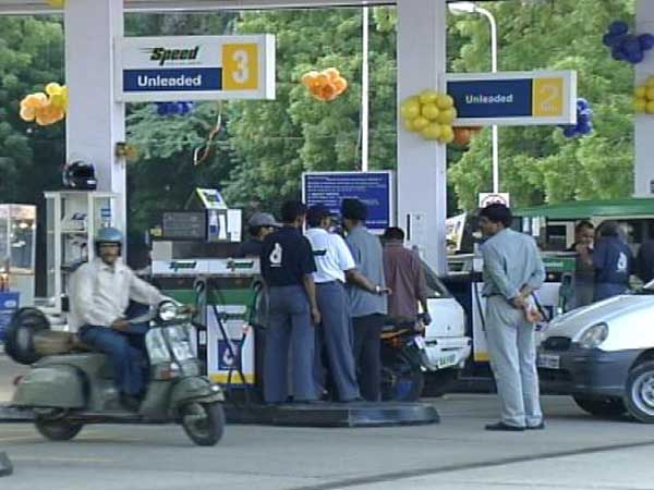 Petrol pumps cheating in Telangana & AP