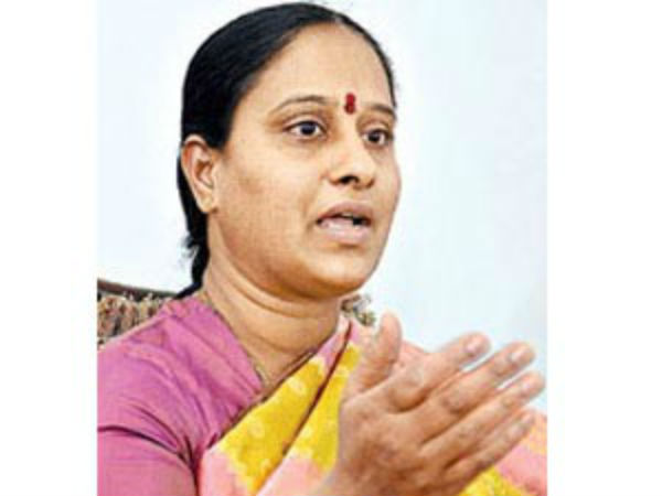 Konda Surekha condemns rumours to join in Congress party