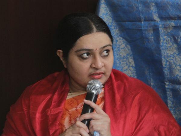 Ttv Dinakaran Black Mailing Me Says Deepa Jayakumar