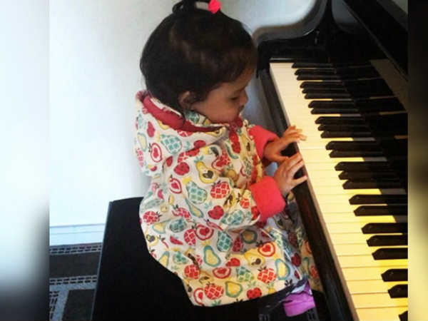 Watch MS Dhoni's daughter Ziva playing piano