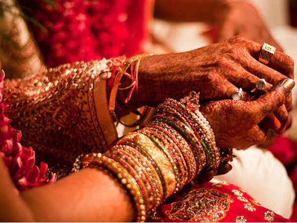 Govt to launch a web portal to assist brides abandoned by NRIs