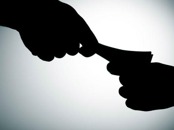 ఏసీబీ వలలో అవినీతి ఎంపీడీవో: రెడ్ హ్యాండెడ్గా పట్టుకున్న ఏసీబీ