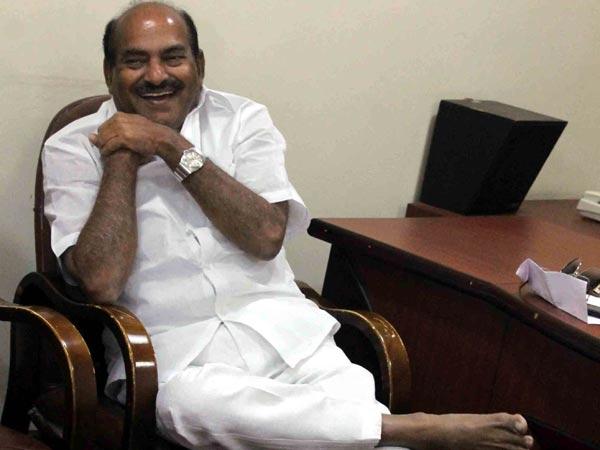 Chandrababu Instructs Mp Diwakar Reddy Apoloigise Indigo Staff