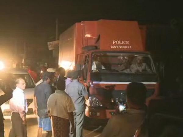 గిద్దలూరు-నంద్యాల ఘాట్ రోడ్డులో అసలేం జరిగింది?: ఉపఎన్నిక హీట్ పెంచిన 'ప్యాంట్రీ' ఎపిసోడ్