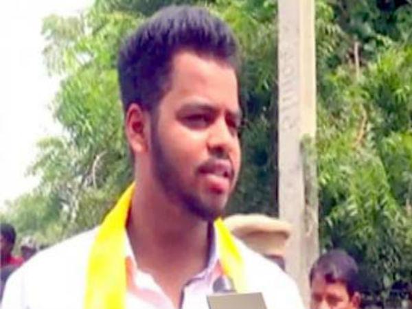 Kishore Reddy Fires At Vikhyat Reddy
