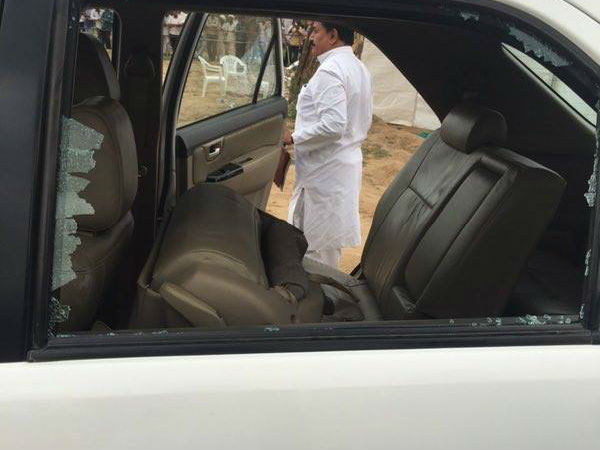 Rahul Gandhi S Car Attacked Gujarat S Flood Hit Banasakantha