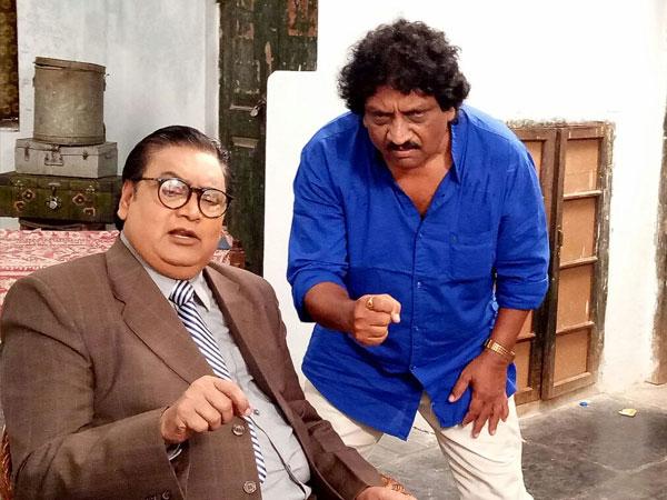 అంబేద్కర్గా నటిస్తున్న వర్ల: మహిళ ఎమ్మెల్యేతోపాటు మరో ముగ్గురూ(పిక్చర్స్)