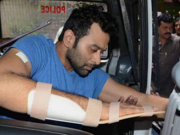Police Questions Vikram Goud Self Assassination Bid Case