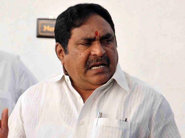 Trs Mla Errabelli Dayakar Rao Safely Escapes From Accident