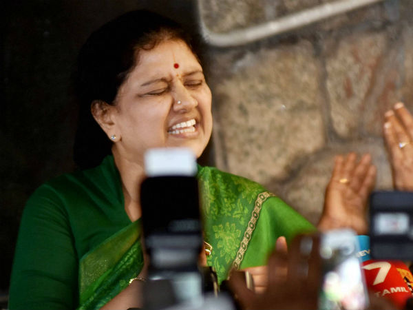 Sasikala Feels Ttv Dinakaran Failed Tackle The Rebel Mlas I