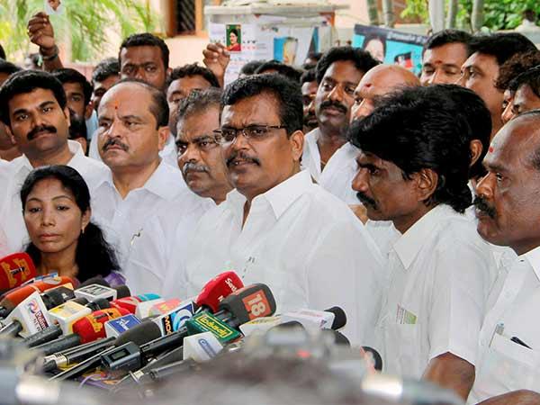 Ttv Dinakaran Faction Mlas Meet Assembly Secretary