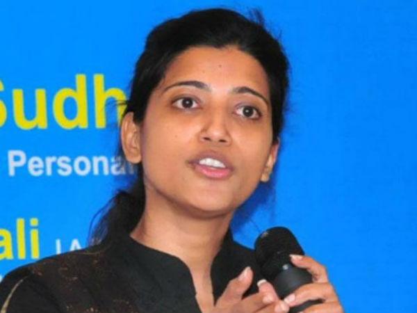 దుమ్మురేపిన అమ్రపాలి: స్టేజీపై వరంగల్ కలెక్టర్ అదిరిపోయే డ్యాన్స్ (వీడియో)
